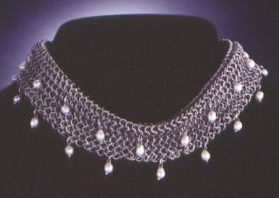 Collar w/White Pearls